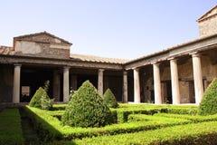 露台在一个富有的家庭的房子里,庞贝城,意大利废墟  免版税库存照片