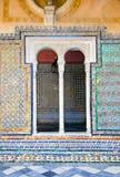 露台校长窗口在La Casa de Pilatos,塞维利亚的。 免版税库存图片