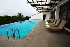 露台游泳池设计 免版税图库摄影