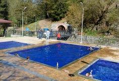露天含硫水游泳池在博尔若米 佐治亚 库存图片