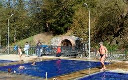 露天含硫水游泳池在博尔若米 佐治亚 免版税库存图片