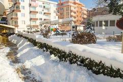 露天咖啡馆在多雪的波摩莱,保加利亚,冬天 免版税图库摄影