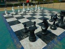 露天国际象棋棋局 免版税库存图片