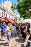露天在Tertre广场Place在星期一的du Tertre的艺术家市场 免版税图库摄影
