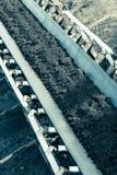 露天开采的褐煤矿 皮带输送机 库存照片