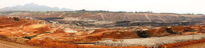 露天开采的褐煤矿 免版税库存照片