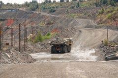 露天开采的铁矿 免版税库存照片