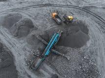 露天开采矿矿,品种排序 采矿煤炭 推土机排序煤炭 农业,硬煤 击碎整理 免版税库存照片