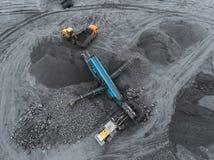露天开采矿矿,品种排序 采矿煤炭 推土机排序煤炭 农业,硬煤 击碎整理 图库摄影