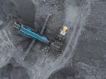 露天开采矿矿,品种排序 采矿煤炭 推土机排序煤炭 农业,硬煤 击碎整理 库存照片