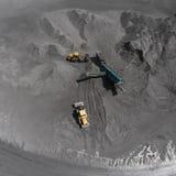 露天开采矿矿,排序的品种,开采的煤炭,农业 免版税库存照片