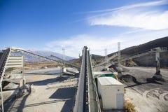 露天开采矿采矿和加工设备 库存照片