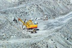 露天开采矿采矿,镇Asbest,斯维尔德洛夫斯克oblast,俄罗斯,乌拉尔, 26 04 2015年 库存照片
