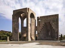 露天法坛在Etchmiadzin修道院里 的臂章 库存照片