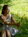 露天采摘野花的秀丽 免版税库存照片