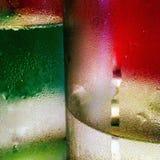 结露的抽象图片在两瓶的有红色和绿色的 免版税库存照片