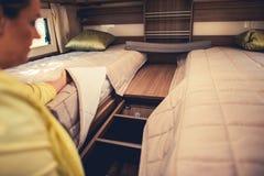 露营者货车睡觉床 图库摄影