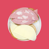 露面的熟香肠乳酪三明治 库存图片