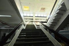 霹雳州状态清真寺楼梯在怡保,霹雳州,马来西亚 免版税库存照片