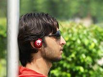 青少年亚洲的耳机 免版税库存图片