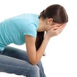 青少年哭泣的消沉的女孩 免版税库存图片