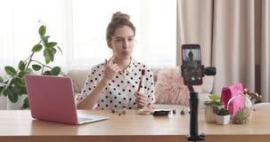青少年女孩做组成vlog 股票视频