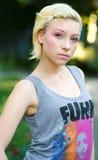 青少年女孩头发有趣的纵向 免版税库存照片