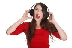 青少年女孩愉快的耳机 免版税库存图片