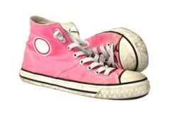 青少年女孩桃红色的运动鞋 免版税库存照片