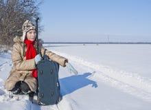 青少年女孩的手提箱 免版税图库摄影