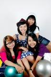 青少年欢呼四的女孩一起 库存图片