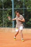 青少年男孩戏剧网球在夏天 库存图片