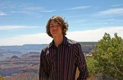 青少年男孩的峡谷 免版税库存图片