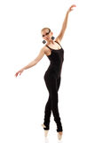 青少年的女孩舞蹈演员 免版税库存照片