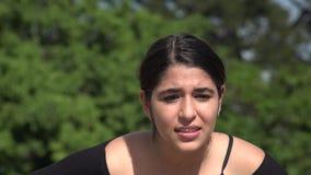 青少年的女孩被注重然后激动 股票录像