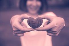 青少年的妇女浪漫概念的爱甜心 库存图片