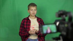 青少年的录影博客作者拍摄新的录影 股票录像
