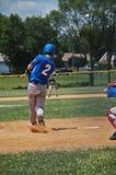 青少年的棒球运动员 库存图片