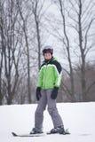 青少年的滑雪者 免版税库存照片
