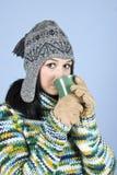 青少年秀丽饮用的女孩的茶 库存照片