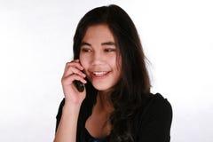 青少年移动电话的女孩 免版税库存照片