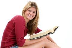 青少年美好的书女孩的读取 免版税图库摄影
