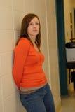 青少年走廊女孩俏丽的学校 库存照片
