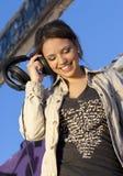 青少年逗人喜爱的女孩的耳机 免版税图库摄影