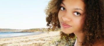 青少年非洲裔美国人的海滩 免版税库存照片