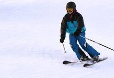 青少年享受竞争坡道滑雪 免版税库存图片