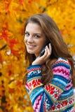 青少年女孩的移动电话 免版税图库摄影