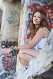 青少年女孩的街道画 图库摄影