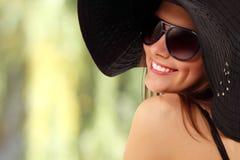 青少年快乐的女孩的夏天 免版税库存照片
