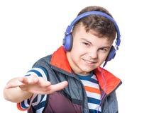 青少年男孩的耳机 免版税库存照片